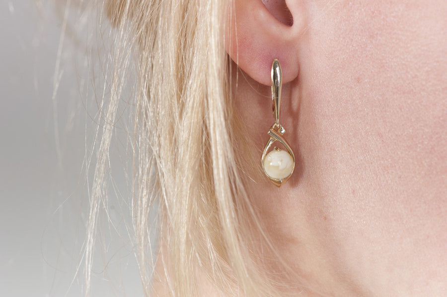 "Milky Baltic amber earrings in 14kt yellow gold ""Sphere"""