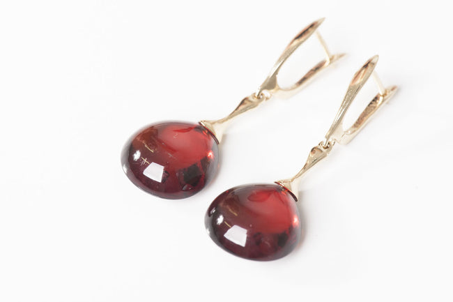 "Cherry Baltic amber earrings in 14kt yellow gold ""Sunrise"""