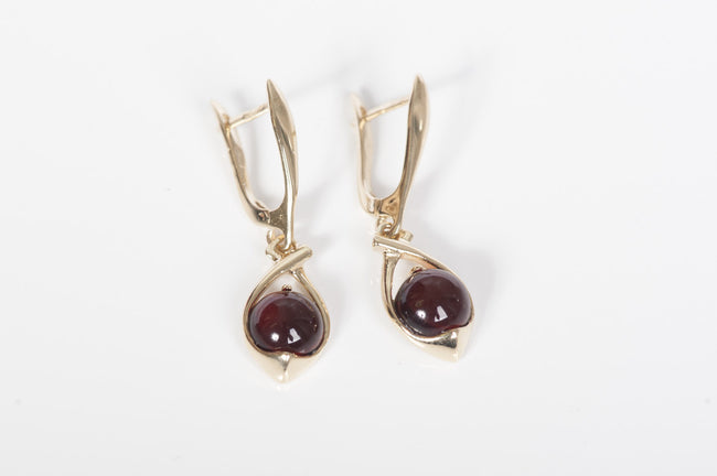 "Cherry Baltic amber earrings in 14kt yellow gold ""Sphere"""