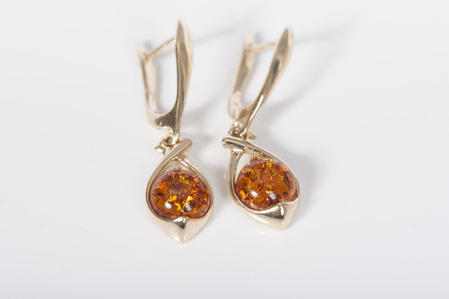 "Cognac Baltic amber earrings in 14kt yellow gold ""Sphere"""