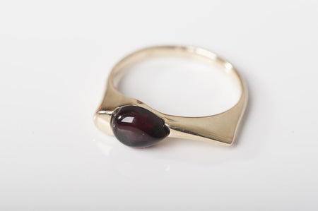 "Cherry Baltic amber ring in 14kt yellow gold ""Elegance"""