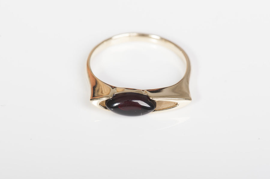 "Cherry Baltic Amber Ring in 14kt yellow gold ""Glory"""