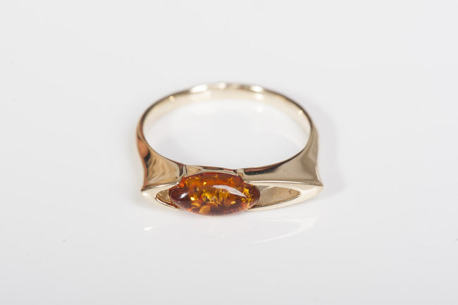 "Cognac Baltic amber ring in 14kt yellow gold ""Glory"""