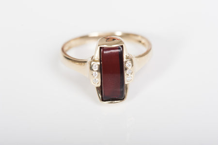 "Baltic amber ring in 14kt yellow gold ""Gentle"" cherry"