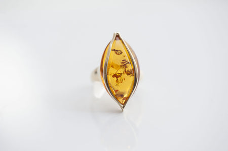 "Baltic amber ring in 14kt yellow gold ""Impulse"" cognac"