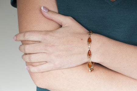 "Cognac Baltic amber bracelet in 14kt yellow gold ""Youth"""