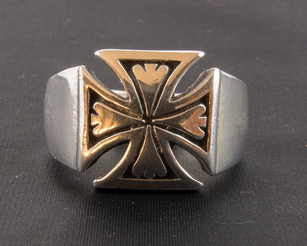 Maltese Cross in Silver Ring