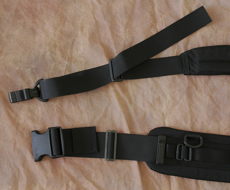 12138b5edc604a (Y515) Feed the loose end of the webbing through one slot of the slider. 3.  (Belt) Feed the loose end of the webbing back into the other buckle slot.