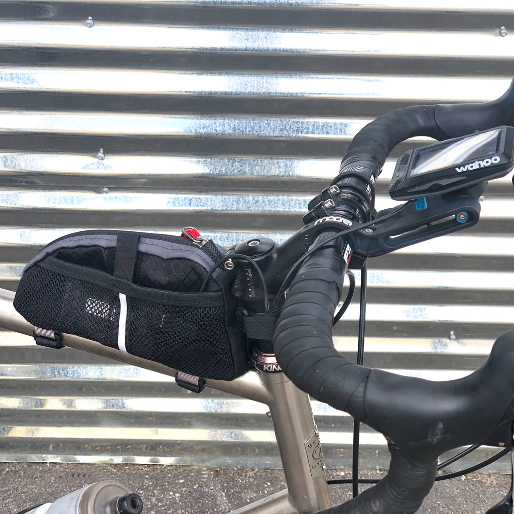 Placing a small battery in the mesh side pocket enables powering of a GPS (or light) for longer rides. (Large size shown).