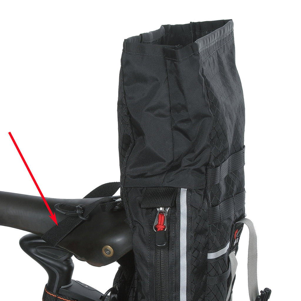 "The Rolltop models have an ""hold open elastic."" Slip it over the nose of the saddle to keep the bag open while loading. The snaphook is used to close the top when used off the bike."