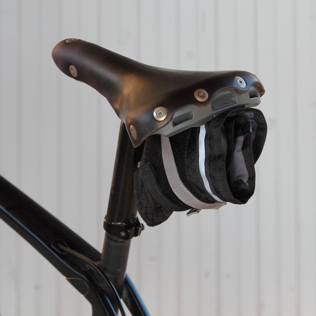 Attaches to nearly any saddle: leather, plastic, TT. The type of seatpost doesn't matter.