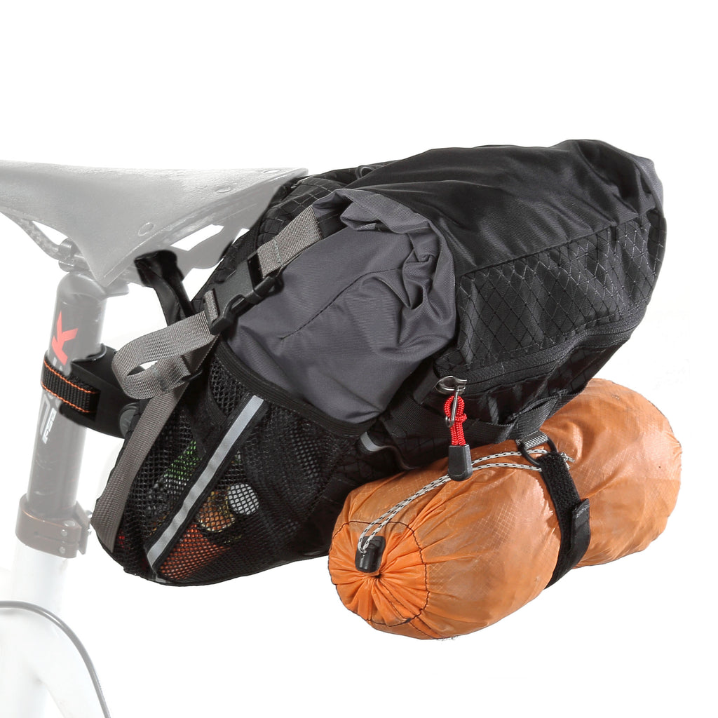 D-rings on back for accessories like a jacket inside a 2L stuffsack or a spare tire (9.0 shown with diff. seatpost adapter than the 10.0).