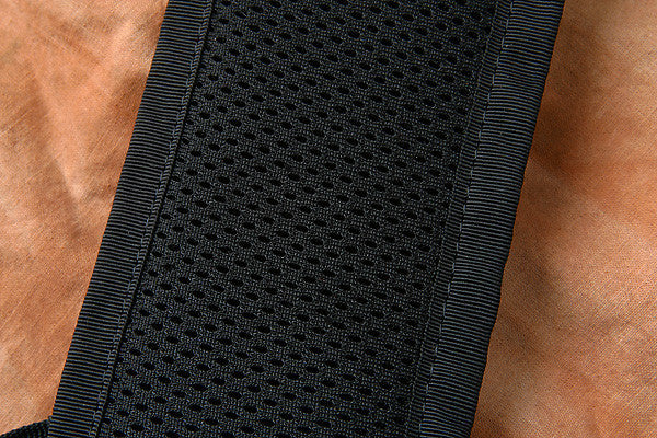 The inside fabric of the H717 features a breathable three-dimensional fabric.
