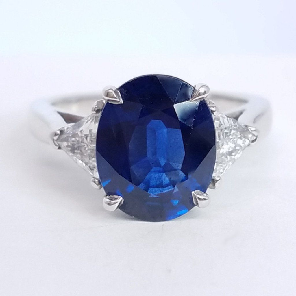 Important Three Stone Sapphire Ring - SEA Wave Diamonds