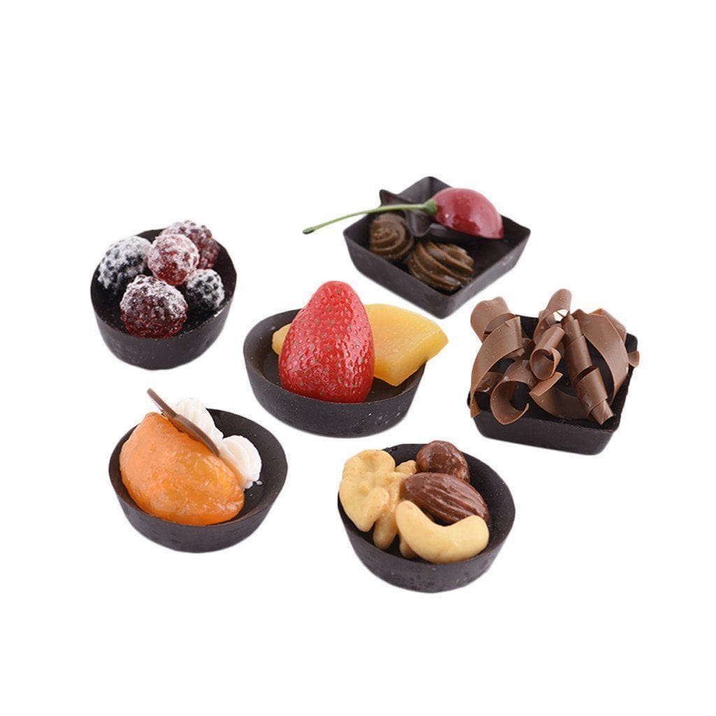 6 small bowls of praline with different kinds