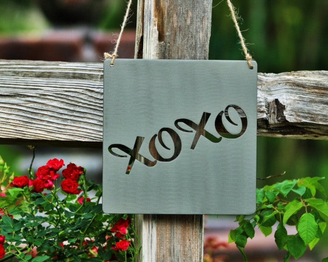 XOXO Hugs and Kisses Sign