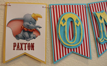 DUMBO - HIGH CHAIR BANNER - RED