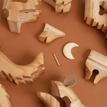 Load image into Gallery viewer, Wooden 3-D Howling Wolf Puzzle - Ash