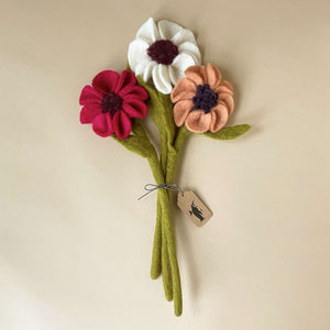 felted-anemone-flower-trio-of-beet-white-and-peach-flowers-with-green-stems
