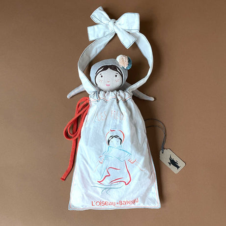 dorothee-doll-in-her-gift-bag
