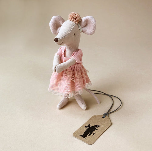 matchbox-mouse-big-sister-giselle-dancer-wearing-a-blush-tulle-dress-and-pom-headband