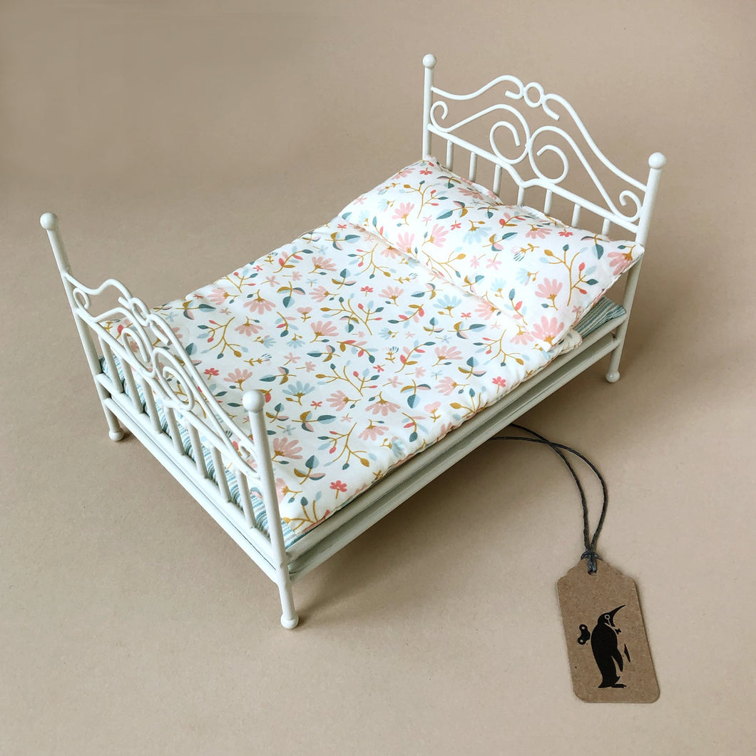 Matchbox Mouse Furniture | Vintage Sand Bed with White Merle Bedding - Pretend Play - pucciManuli