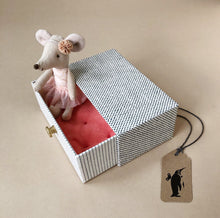 Load image into Gallery viewer, Matchbox Mouse Little Sister | Dancer with Daybed - Pretend Play - pucciManuli