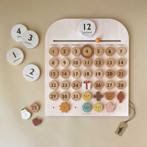 my-every-day-wooden-calendar-with-wooden-day-markers