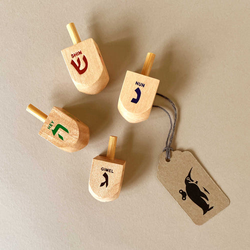 small-natural-dreidel-with-multi-color-hewbrew-letters