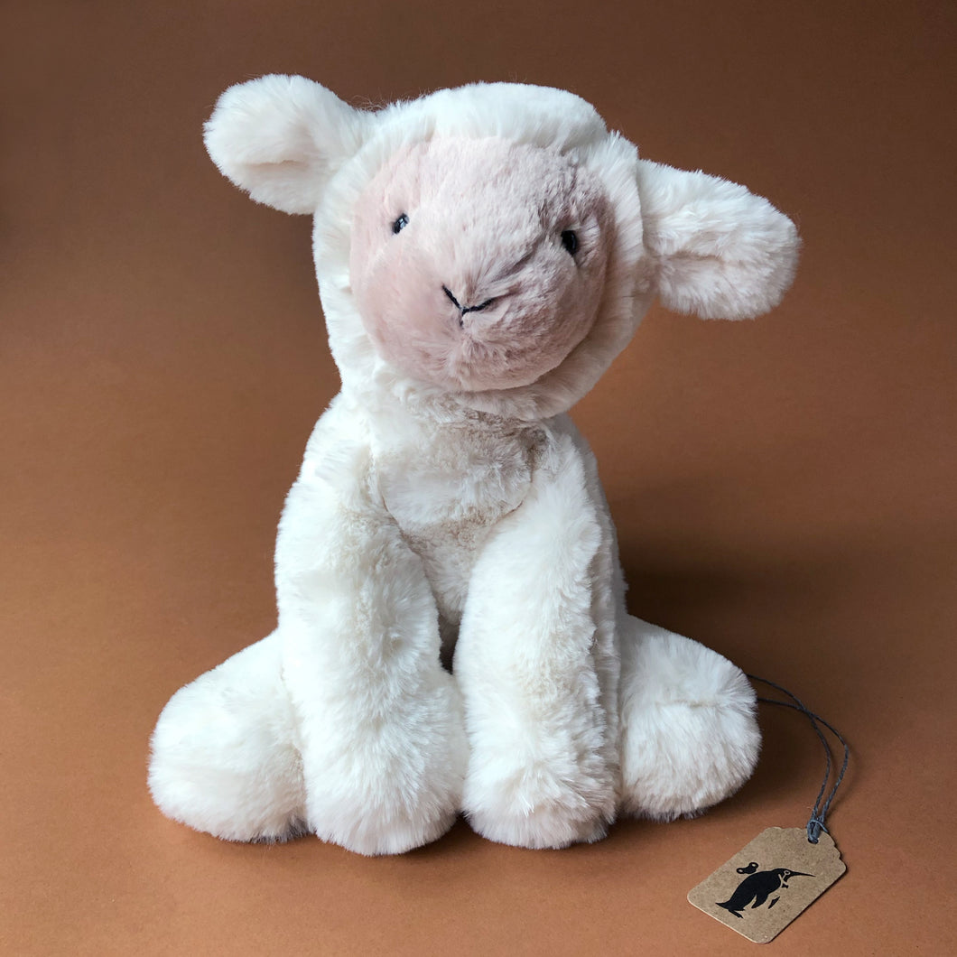 smudge-lamb-in-white-and-light-pink