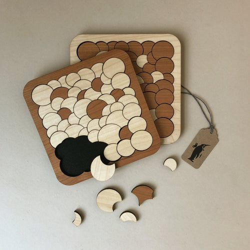wooden-bubbles-puzzle-square-frame-with-circular-overlapping-puzzle-pieces