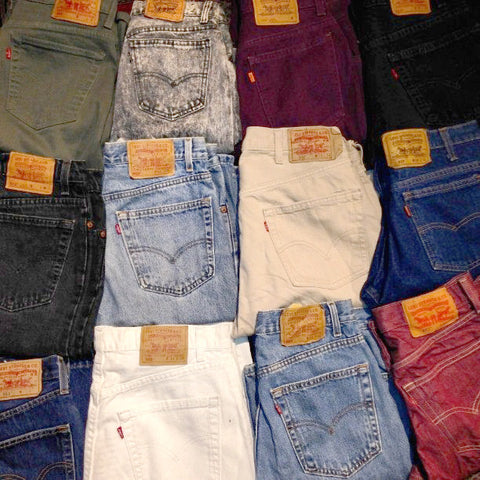 22bd2df3a3f In 1971 Levis had changed its tab to red Levi s rather than LEVI S.  However