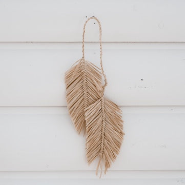 natural-decoration-hanging-feathers