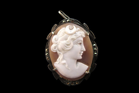 Portrait of a lady pin & pendant