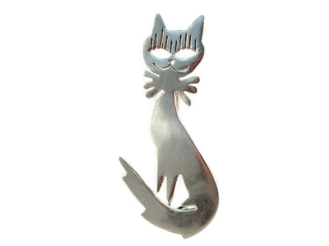 Cat with a grin brooch