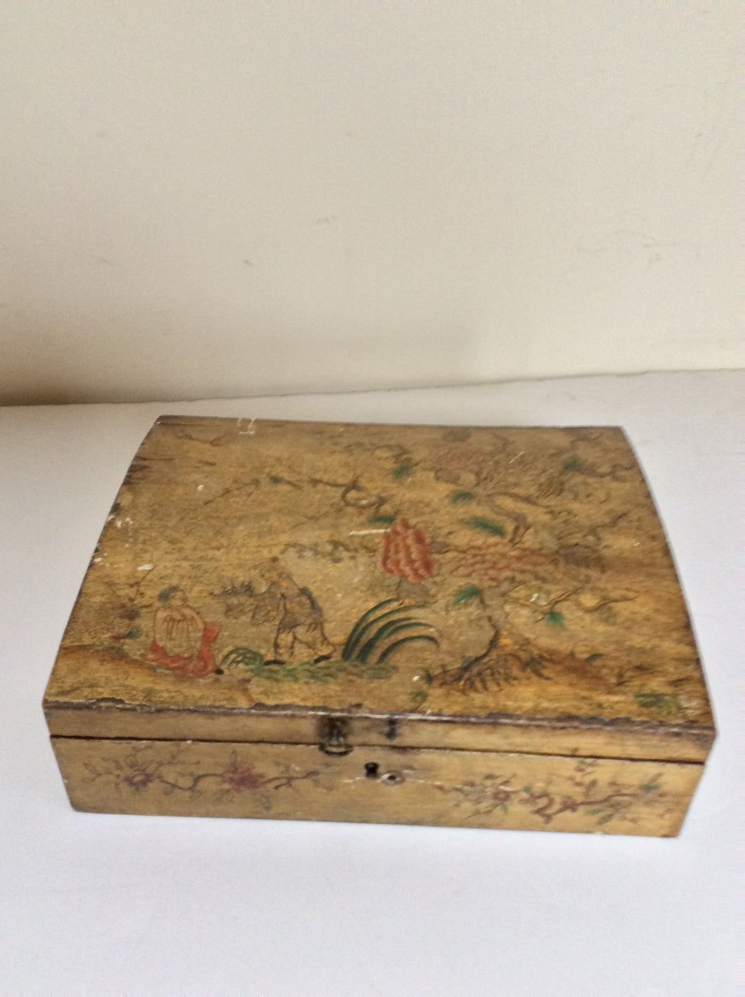 Italian Chinoiserie decorated box