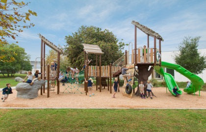Play & Park Structures