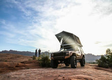 Load image into Gallery viewer, jeep roof top tent