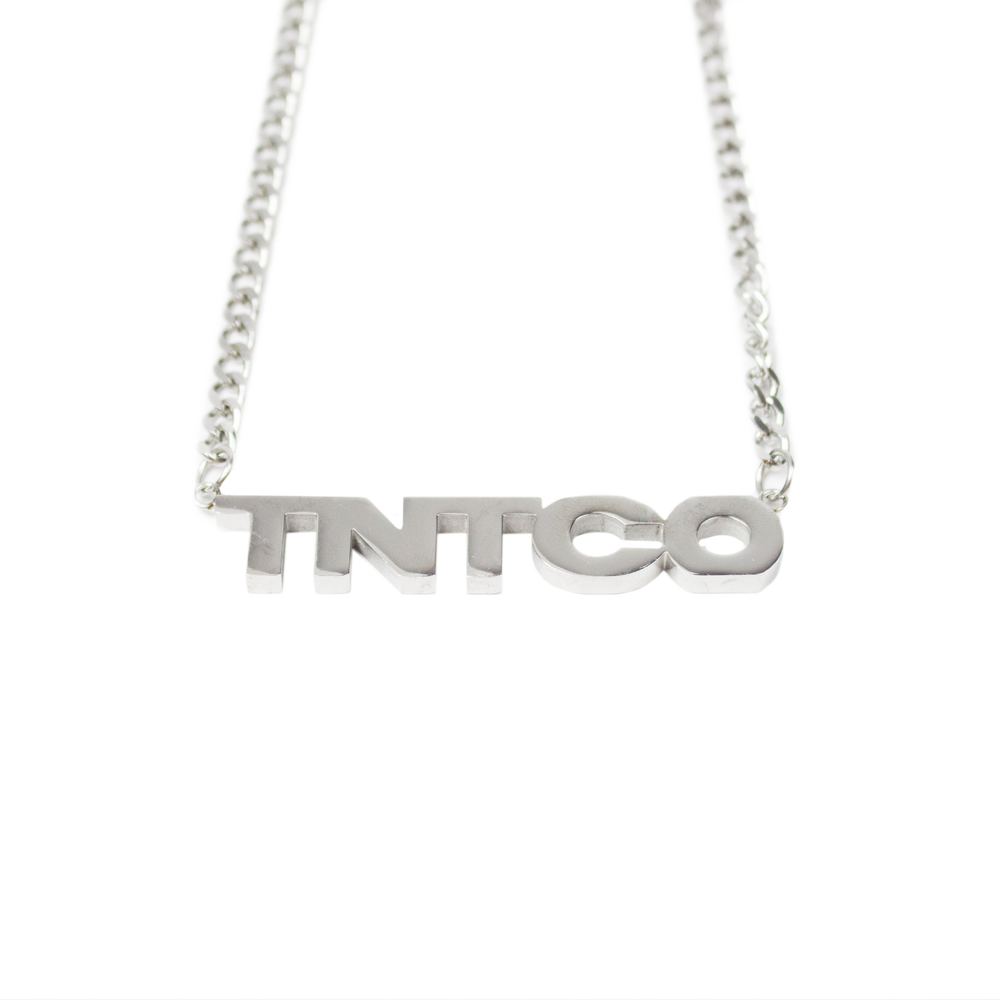 TNTCO NAMEPLATE NECKLACE