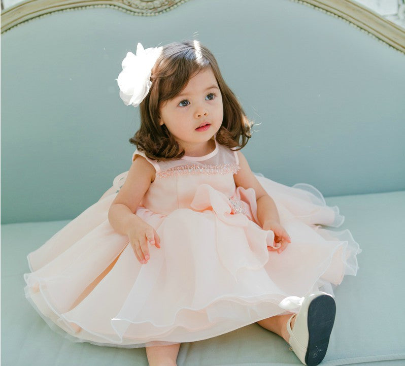 Choosing Baby Girl Dresses for Daily and Party Purposes