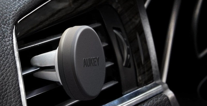 hot-iphone-accessories-christmas-Aukey-magnetic-phone-holder