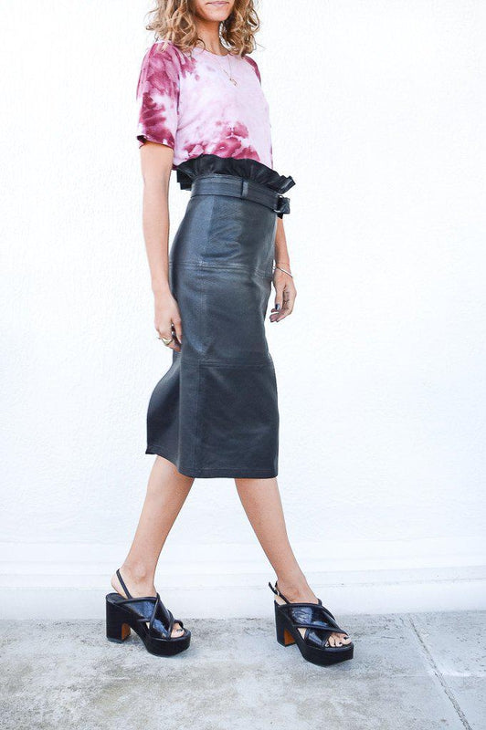 Claudia Leather Midi Skirt - Debs BoutiqueJ Brand Claudia Leather Midi Skirt in Black with a high waist fit as well as ruffles around the waist available at Debs Boutique. Styled on model with our Enza Costa Rib Short Sleeve Boy Tee. Side View.