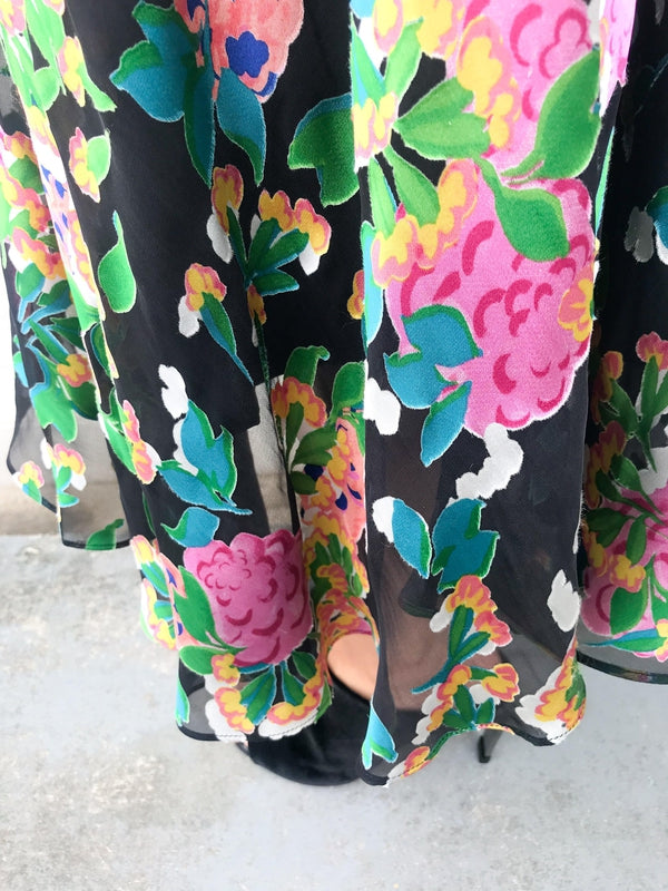 Saloni Ida Skirt in Hydrangea Floral print with soft sheer details, a high fitted waist and ankle length available at Debs Boutique. Close up Hydrangea print.