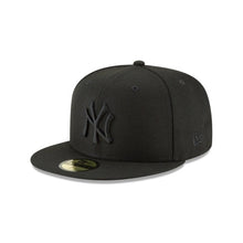 NEW ERA Men's New York Yankees Blackout Basic 59Fifty Fitted Cap