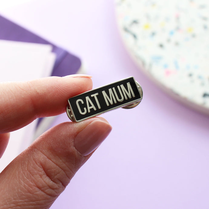 Cat mum enamel pin