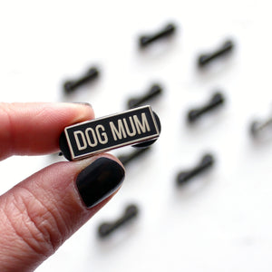 Dog mum enamel pin