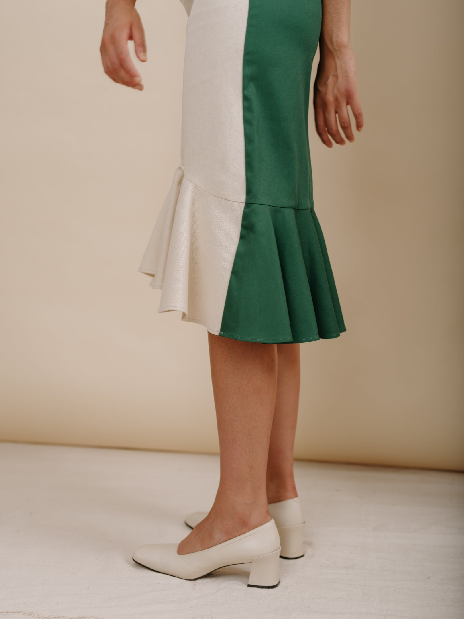 Flo Dress in Hunter/Eggshell Combo