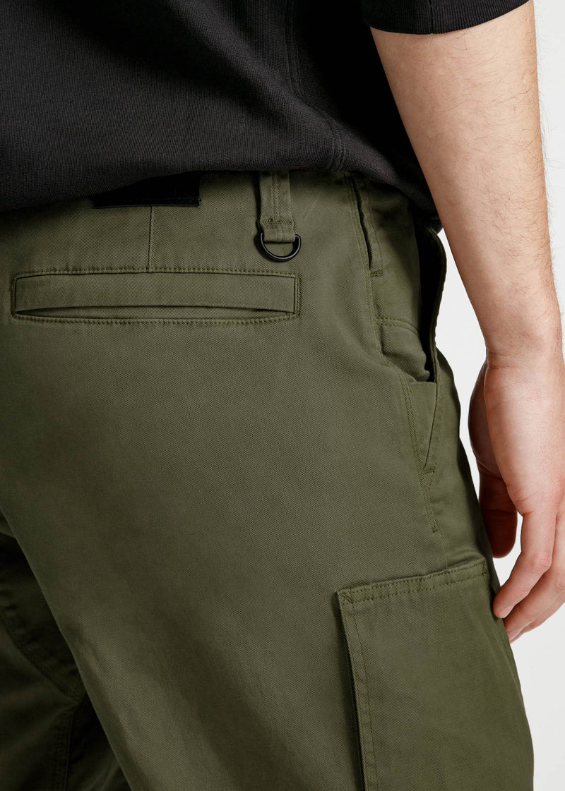 mens-green-athletic-adventure-pant-detail