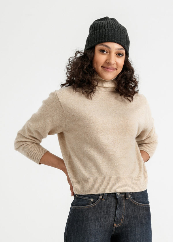 woman wearing merino rib knit hat in charcoal grey