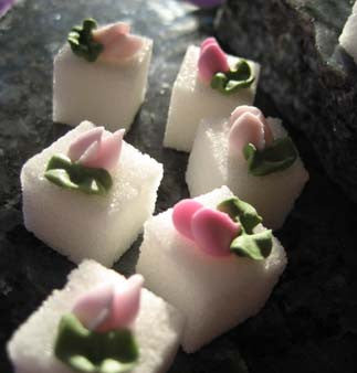 Decorated sugar cubes with rosebuds in three shades of pink
